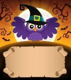 Kleines Pergament und Halloween-Eule 1 Lizenzfreie Stockfotos