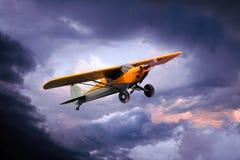 Kleines privates Flugzeug stockfotos
