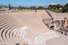 Kleines römisches Theater in der alten Stadt von Pompeji stockbilder
