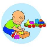 Kleines reizendes Baby, das mit Spielwaren spielt Kinderspiele mit Pyramide Stockfotos