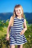 Kleines schönes Mädchen Stockfoto