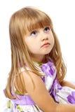Kleines schönes Mädchen, das oben schaut stockbilder