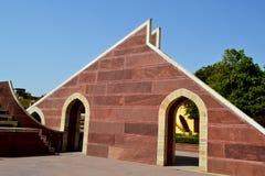 Kleines Sonnenuhrinstrument, astronomisches Observatorium, Jaipur, Rajasthan, Indien Stockfoto