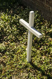 Kleines weißes Kreuz Stockfoto