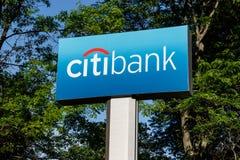 Kleinhandels de banktak van Citibank Citibank is de afdeling van de consument van de financi?le diensten multinationale Citigroup royalty-vrije stock afbeeldingen