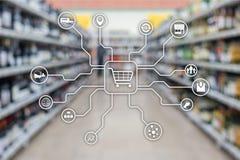 Kleinhandels marketing kanalene-commerce het Winkelen automatiseringsconcept op vage supermarktachtergrond royalty-vrije stock foto