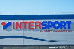 Kleinhandels van het embleem van merk` Intersport ` signage - de Franse ketting van Sportenlevering royalty-vrije stock foto's