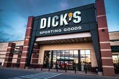 Kleinhandelsteken en het embleem van Dicks het Sportieve Goederen Stock Foto's