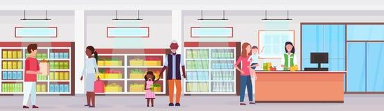 Kleinhandelsvrouwenkassier bij de klanten die van het de mengelingsras van de controlesupermarkt lijnrij het winkelen de markt va vector illustratie
