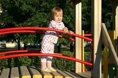 Kleinkind auf Spielplatz Lizenzfreie Stockbilder