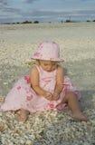 Kleinkind auf Strand Lizenzfreies Stockbild