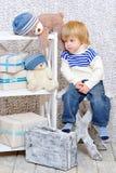 Kleinkind, das über Weihnachten träumt Stockfotografie