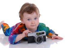 Kleinkind, das eine Fotographie nimmt lizenzfreie stockfotografie