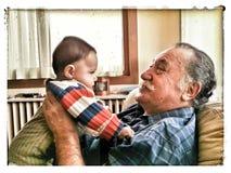 Kleinkind en grootouder stock foto's