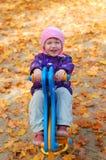 Kleinkind im Park Stockbild