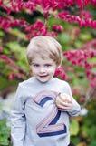 Kleinkind mit Baseball Lizenzfreie Stockfotografie