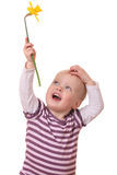 Kleinkind mit Blume Lizenzfreies Stockfoto