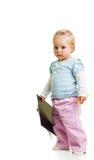 Kleinkind mit einem Klemmbrett stockfotos