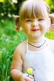 Kleinkind mit Lutscher Stockbild