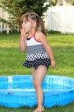 Kleinkind-Sommer-Überraschung stockbilder