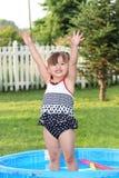 Kleinkind-Sommer-Spaß stockbild