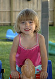 Kleinkind-Spielen stockfotografie