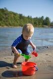 Kleinkind am Strand Stockfotografie
