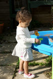 Kleinkind- und Sandspiel Lizenzfreie Stockfotos