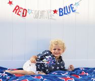 Kleinkindjunge, der Amerika feiert Lizenzfreies Stockbild