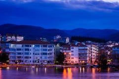 Kleinstadt auf der Küste Stockfotos