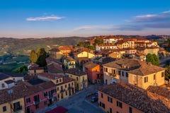 Kleinstadt bei Sonnenuntergang in Italien. Stockbild