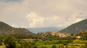 Kleinstadt von Peramea in spanischen Pyrenees Lizenzfreie Stockfotos
