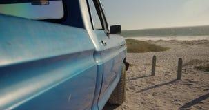 Kleintransporter geparkt auf dem Strand 4k stock video footage