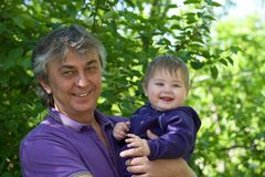 Kleinzoon en grootvader royalty-vrije stock afbeeldingen