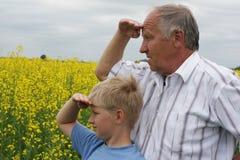 Kleinzoon en grootvader Royalty-vrije Stock Afbeelding