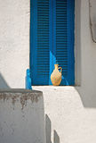 Kleipot op venstervensterbank Stock Fotografie