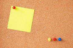 Kleiste notatki z thumbtacks Fotografia Stock