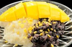 Kleisty Czarny I Biały Ryżowy mango, Tajlandzki deser Obraz Stock