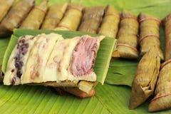 Kleisty ryż zawijający w bananie opuszcza - deserowego Tajlandia. Obraz Stock