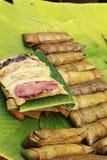 Kleisty ryż zawijający w bananie opuszcza - deserowego Tajlandia. Obraz Royalty Free