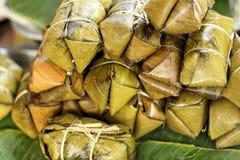 Kleisty ryż zawijający w bananie opuszcza - deserowego Tajlandia Obraz Royalty Free