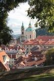 Klejnot Praga - St Nicholas kościół zdjęcia royalty free