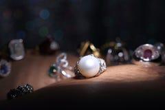 Klejnoty, biżuteria, Daimond, złota srebro, Rubinowi vavluable pierścionki presen fotografia royalty free