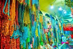 Klejnoty robią zakupy w Khan el rynku w Kair, Egipt zdjęcie stock