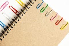 Klem en notitieboekje Royalty-vrije Stock Foto's