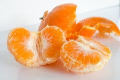 Klementine nah an seiner Schale Stockbild