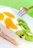 Klementine-und Kiwi Kuchen stockbilder
