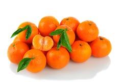 Klementinen auf Weiß Stockfotos