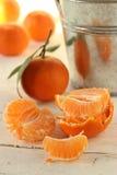 Klementinen und Segmente Stockfotos