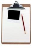 Klemmbrett, gezeichnetes Papier und Foto Stockfotografie